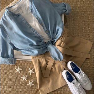 White Keds, Ladies shirt, white T, linen shorts,